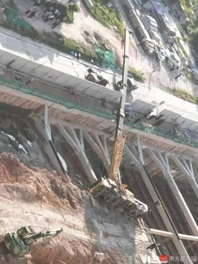 施工技术   惨!一施工吊臂侧翻砸中过往汽车致4死2伤 起重机械操