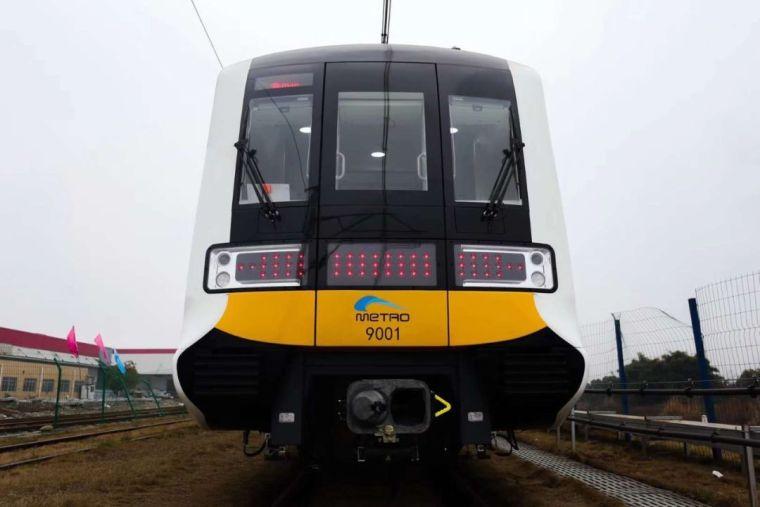 成都首条全自动无人驾驶地铁9号线首列车今日在蓉亮相!