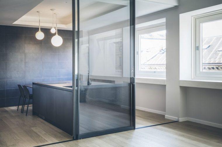 米兰:简洁淡雅的现代公寓_5