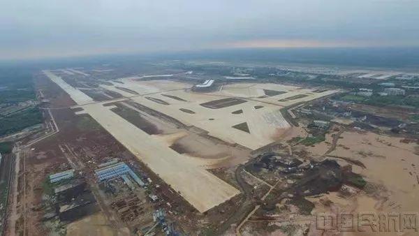 美兰机场T2航站楼即将完成钢结构屋盖提升