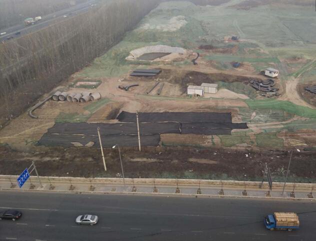 """雾霾中的北京,工地变成了""""绿地"""""""