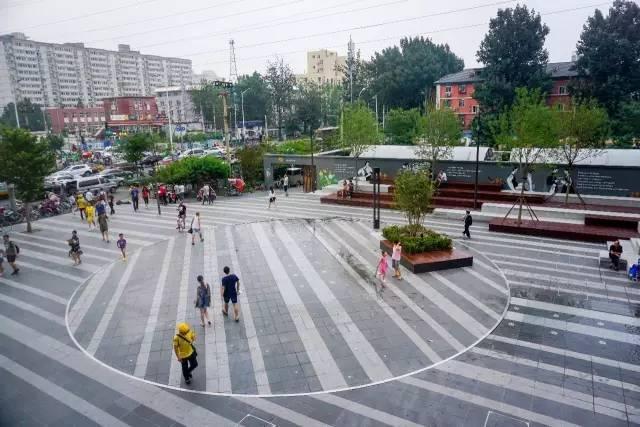 一个单词产生的设计灵感,结果火了北京的商业广场~_10