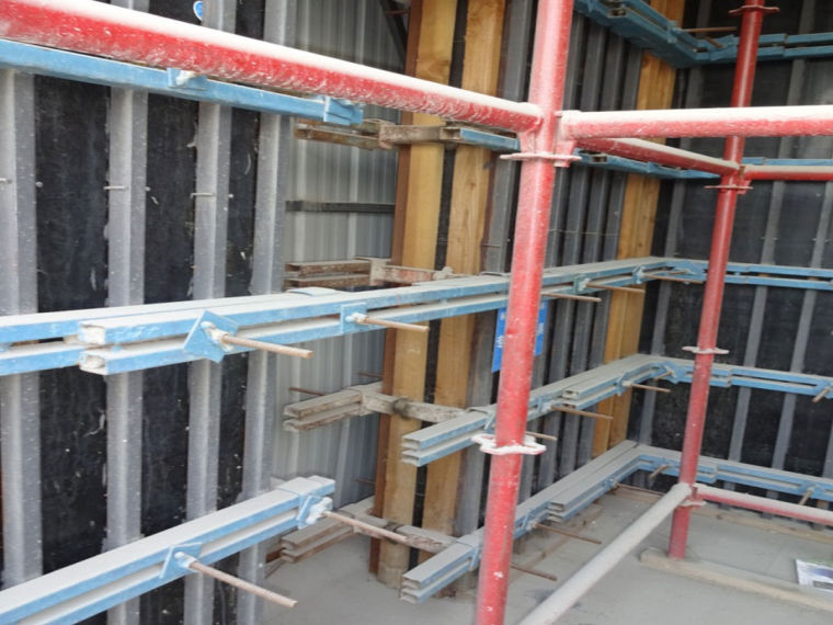 木模钢背楞体系与铝合金框塑料模板体系介绍