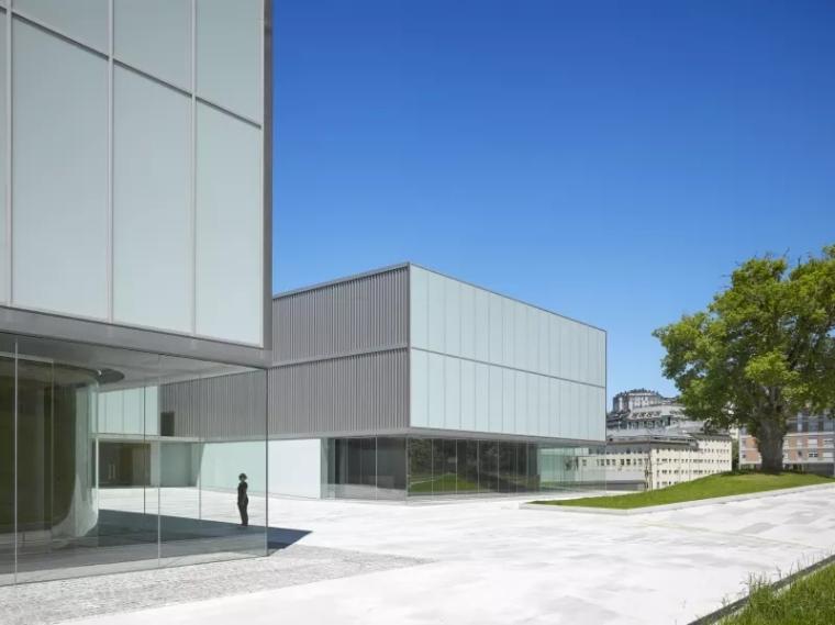 多面综合型礼堂建筑,简单外表下的复杂功能_1