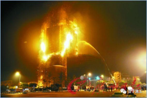 438米高的武汉中心施工时,是如何解决临时供水和消防问题的呢?