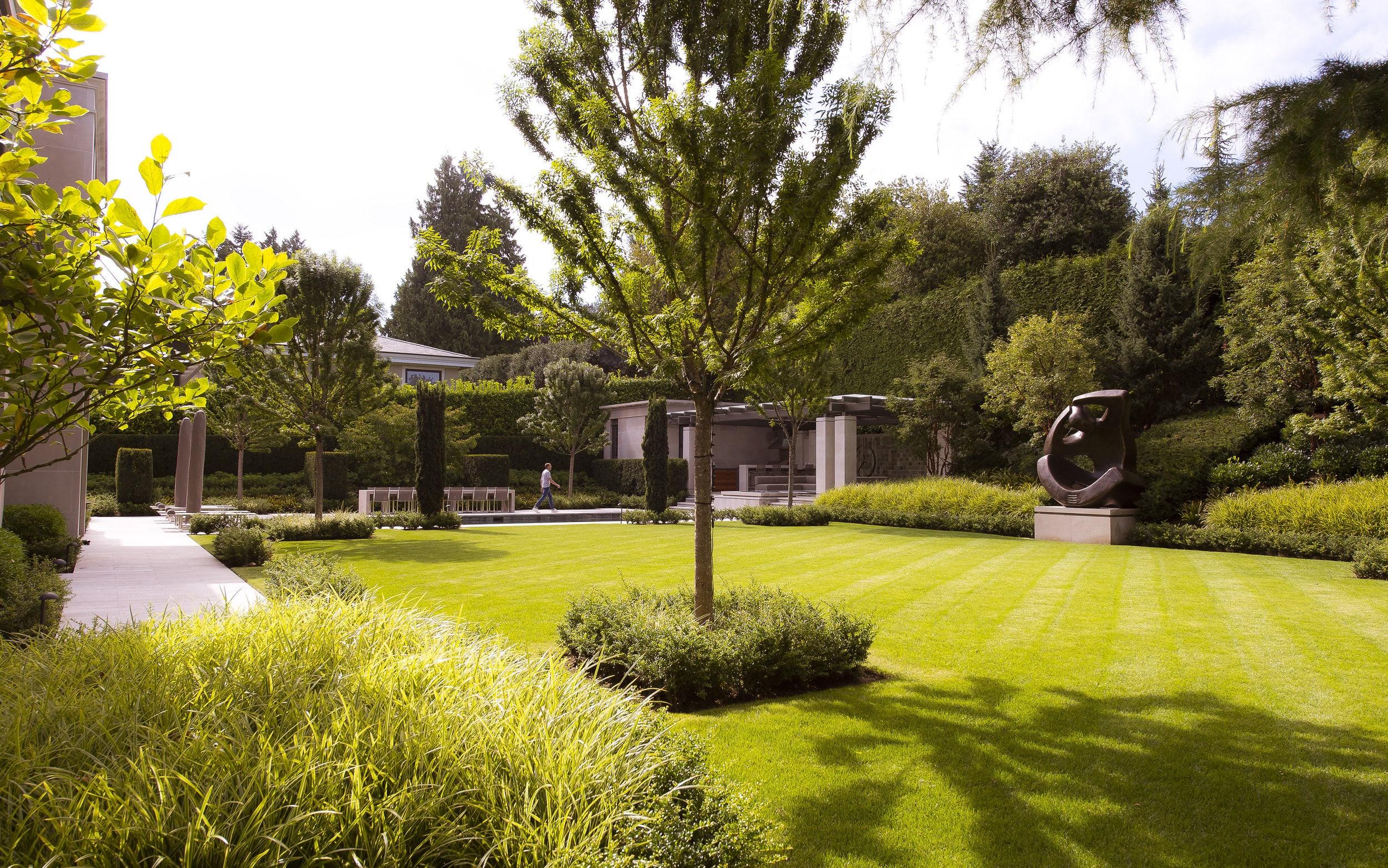 现代经典的雕塑花园