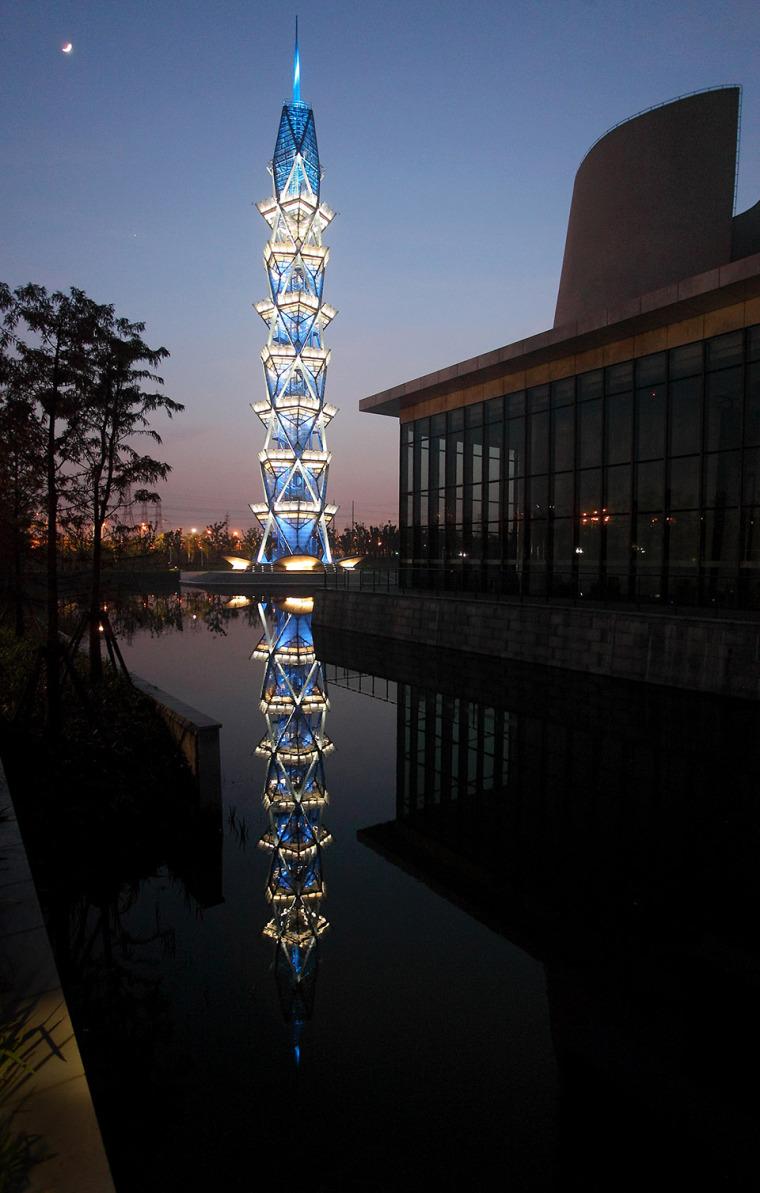 科技大学景观塔外部夜景实景图 (5)