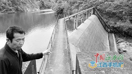 水库变水电站,良田和房屋被淹