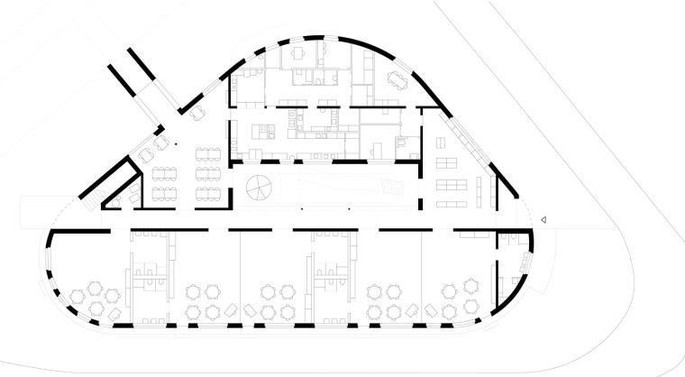 波兰圆弧形的幼儿园-15