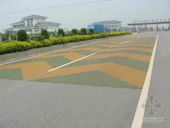 山区道路彩色警示抗滑路面施工技术
