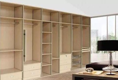 板式定制衣柜与木工打的衣柜的区别,内有大门道!