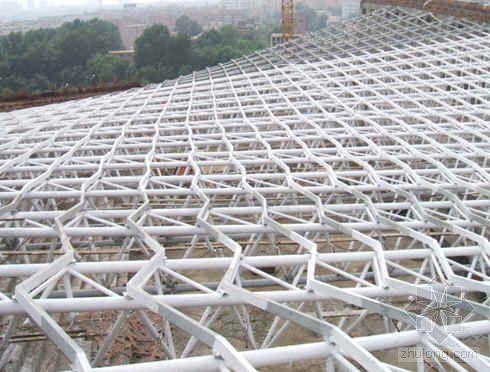 东北某大学体育馆屋面钢结构施工工艺