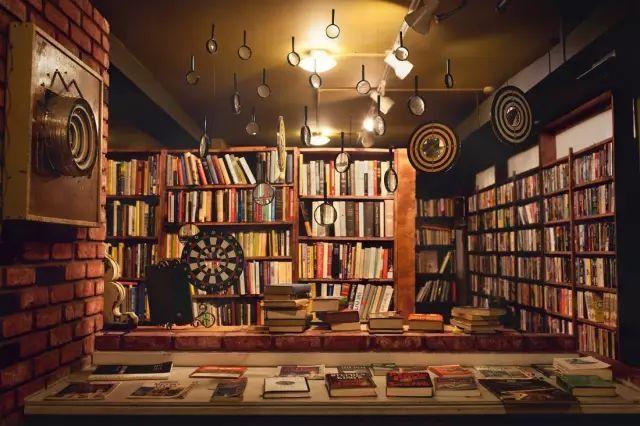 入选全球最美20间,洛杉矶的最后一家书店穿越到了迷宫里