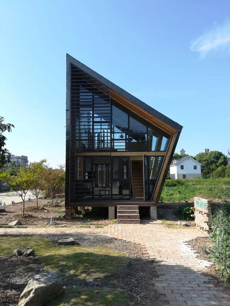 建筑师用35天,花15万,在菜园里盖了一座清风拂面的小木屋
