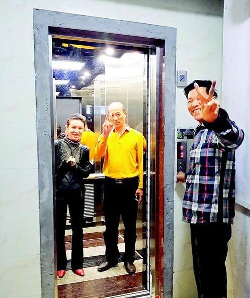 老楼房新装电梯,百余人家便利过年