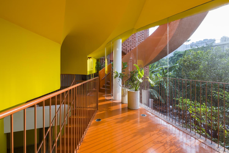 越南乐高式砖砌幼儿园建筑-11