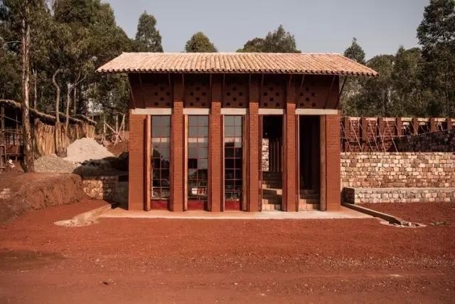 建筑师是整个建筑中最无用的部分 Muyinga 图书馆 / BC Architect