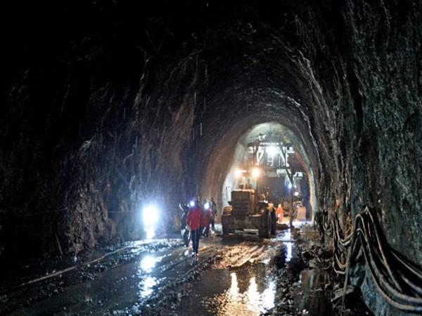 隧道控制爆破及超欠挖控制(共128页)