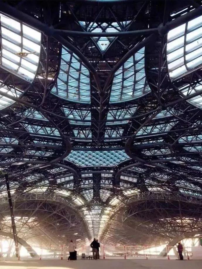 震撼的新机场钢结构,堪比外星人基地