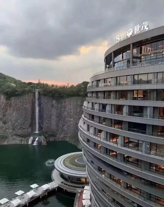 建了11年,投入20亿的深坑酒店,