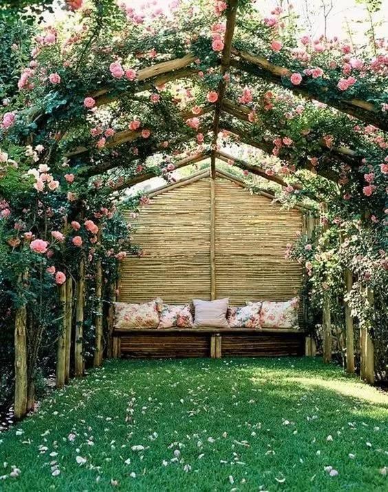 我梦中通往天堂的路,是一条花架遮蔽的长廊!