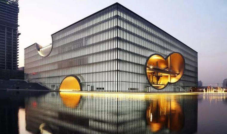 安藤忠雄用3.6万方清水混凝土,打造上海最大剧院