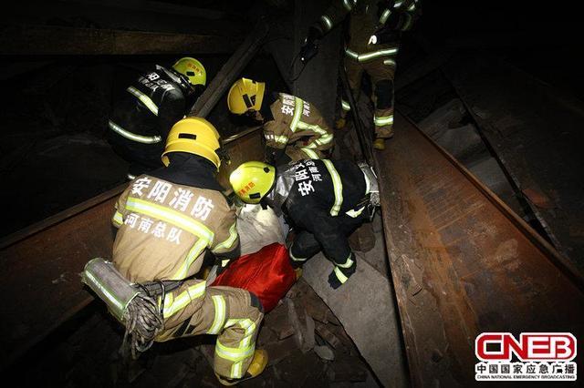 河南安阳在建5层楼房坍塌,两人当场身亡