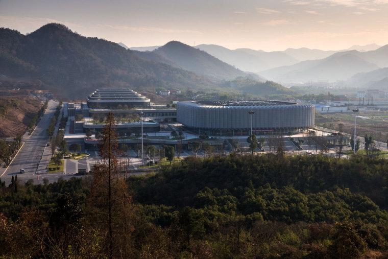 临安半透明轻盈的体育文化会展中心外部实景图 (6)