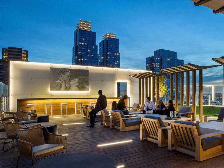美国GothamWest住宅屋顶庭院
