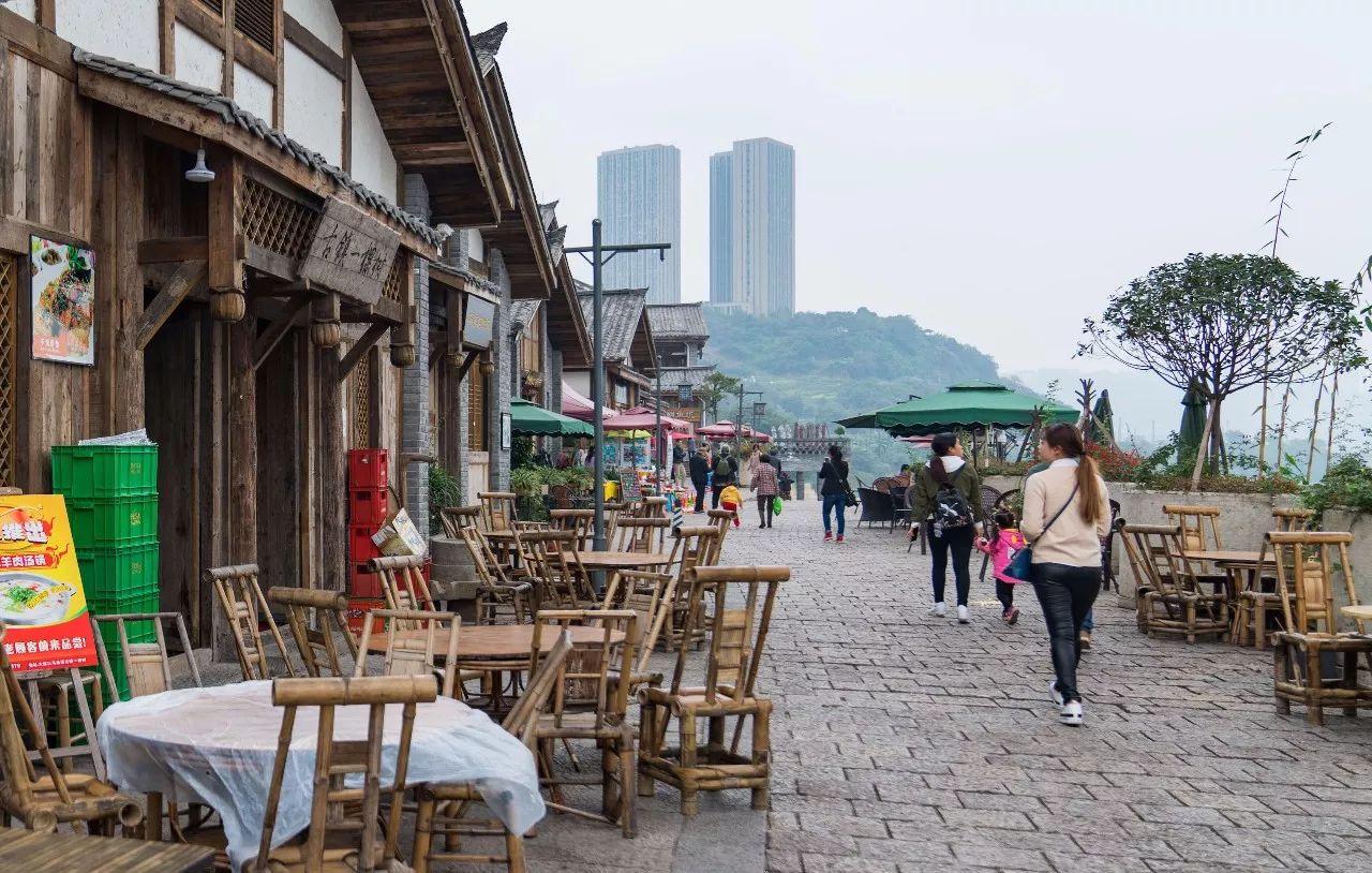 重庆这座千年古镇,藏着一个绿皮火车爆改的咖啡馆!