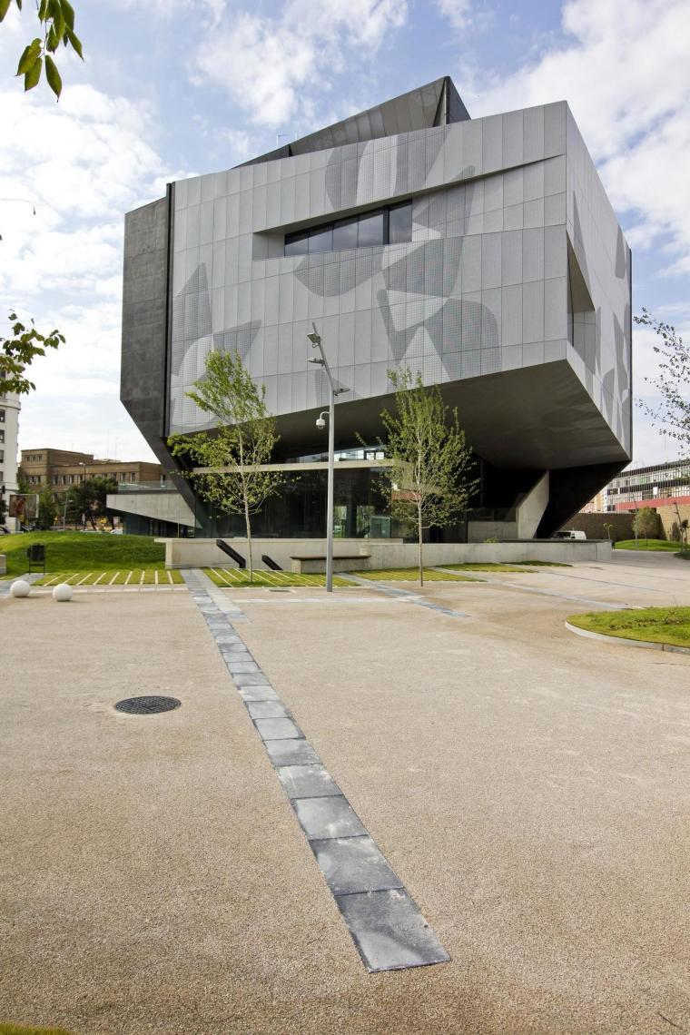 西班牙独特雕塑般构造的文化中心外部实景图 (1)