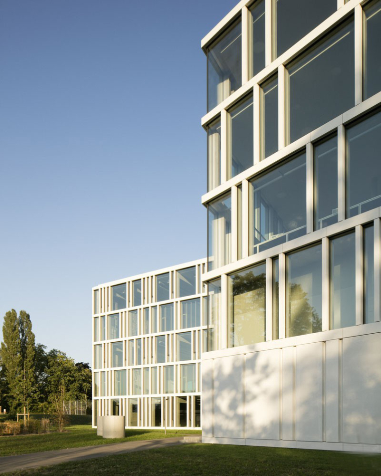 瑞士巨型花朵形的RaymondUldry商学院-5