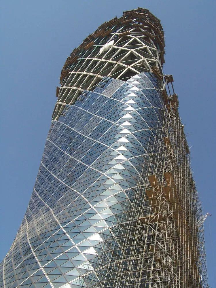首都门厅――世界上倾斜度最大的塔楼_9