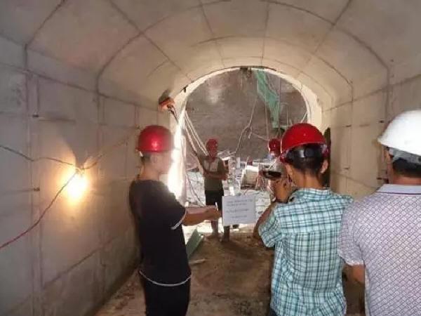 隧道拱部空洞敲击检查方法