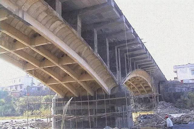 多层住宅,砖混和框架结构哪个更抗震?