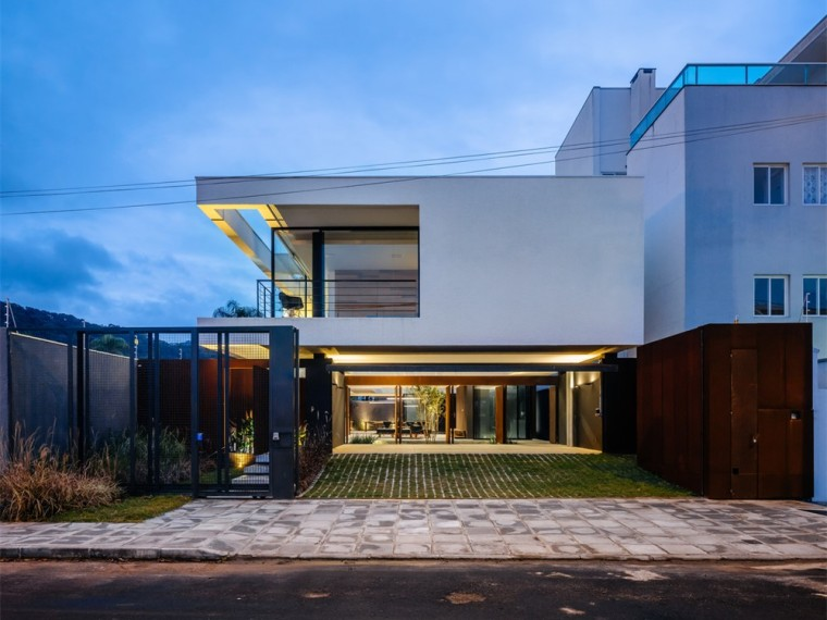 巴西植物覆盖的边界住宅