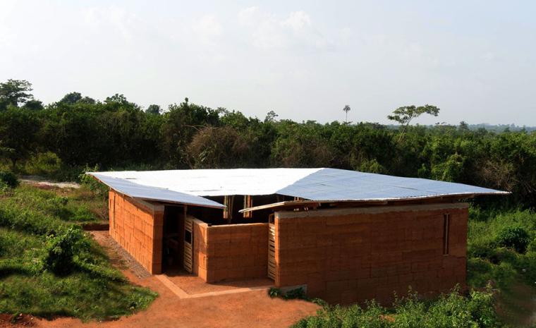 Varina地区图书馆资料下载-加纳Ashanti地区的FramedEscape图书馆