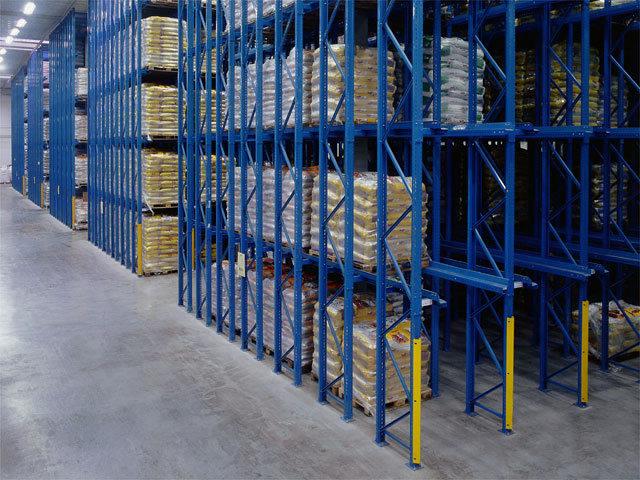 如何有效防止仓库货架变形与倒塌