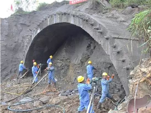 隧道大型溶洞处理技术(上)