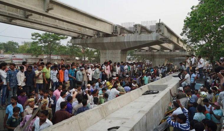 一在建高架桥倒塌,致18人死亡,事故原因还在调查_1