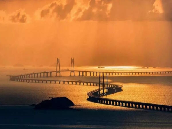 橋梁工程全球領先,連公路建設都要進入全智能化時代了。