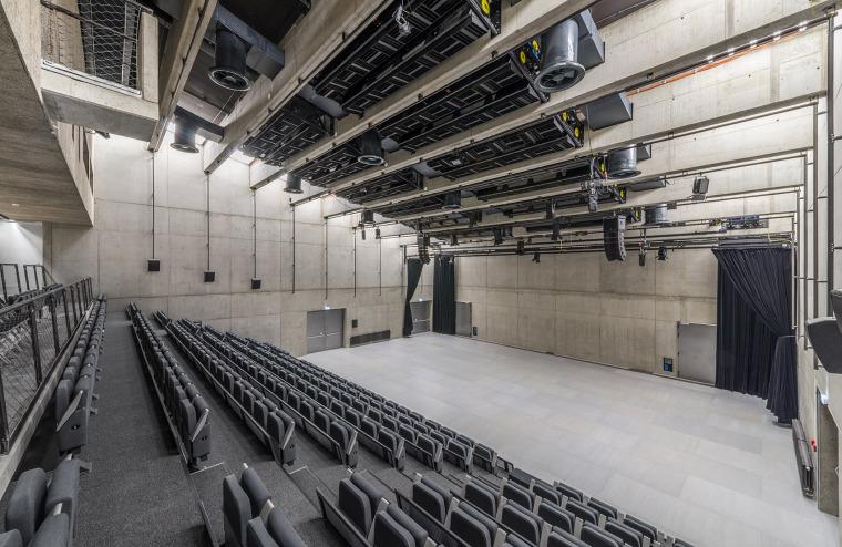 028-centre-for-contemporary-art-dox-by-petr-hajek-architekti