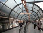 """重庆现""""时空隧道""""轻轨站,玻璃景观廊桥现代感十足"""