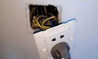 插座底盒螺丝坏了?老电工师傅教你一招:2分钟搞定它!非常实用