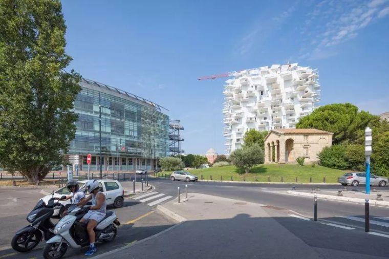 """藤本壮介设计的像树一样的公寓楼建成了,每户都有""""空中花园""""_33"""