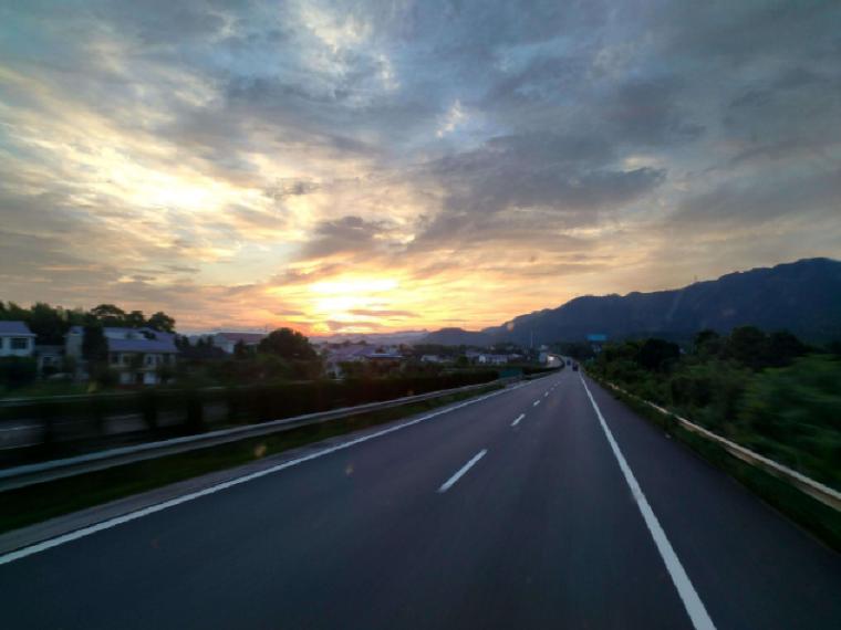 高速公路路基工程夏季施工方案(14页)