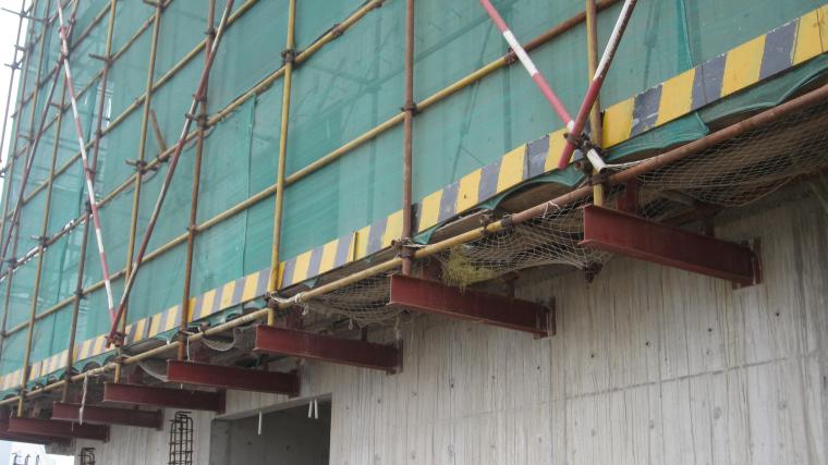 附着式型钢悬挑扣件式钢管脚手架施工工法