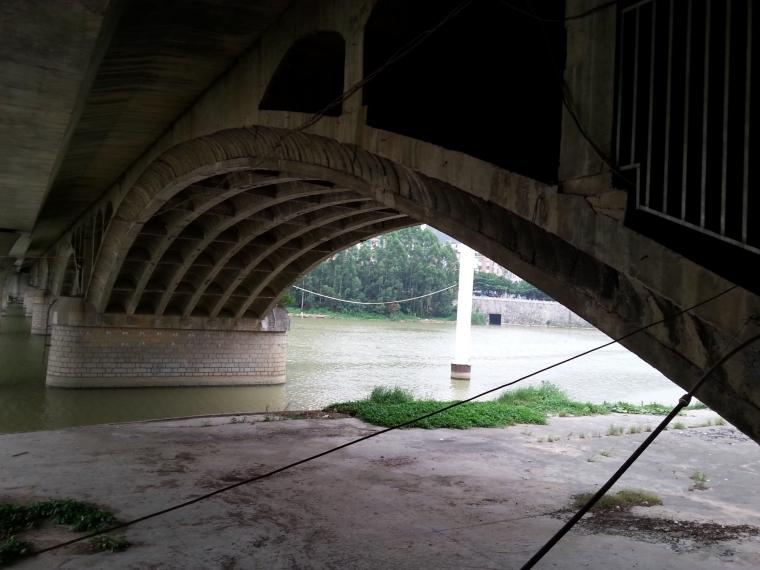 正在施工的桥_3