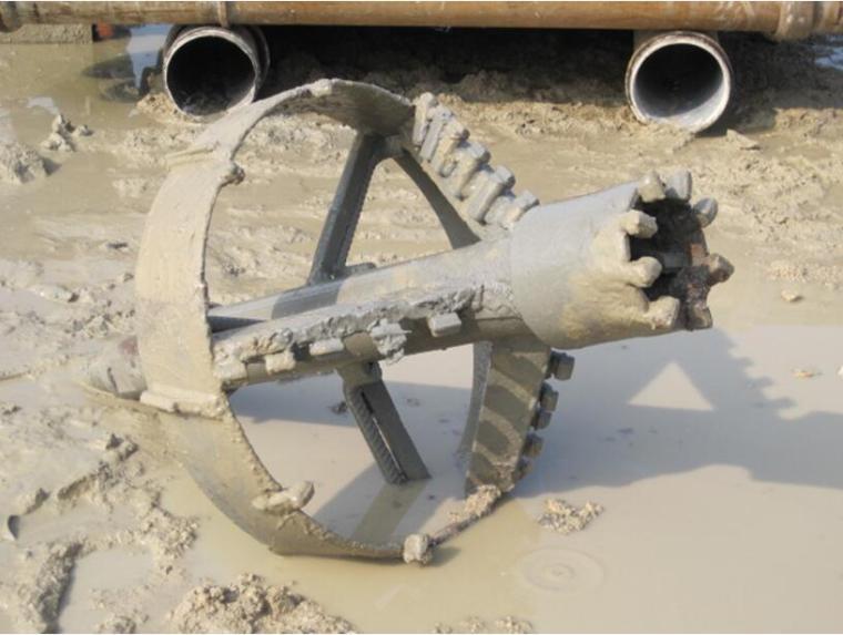 含粘性土卵石地层转盘式钻机钻进施工工法