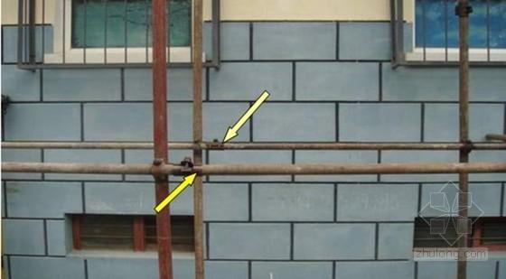纵向水平杆的对接扣件未交错布置